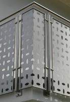 Balkongeländer aus Edelstahl mit Glaselementen